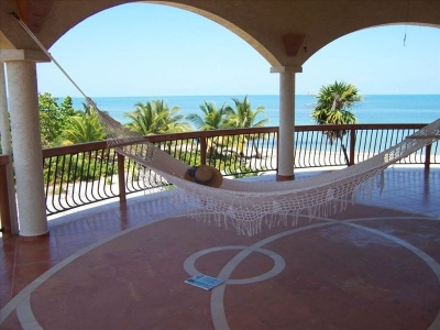Luxe Beachfront Villa Ranguana with Private Beach!