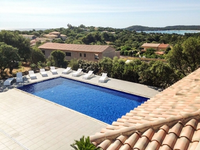 Home with Pool & Spa, 800 Metres from the Beach