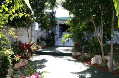 Spacious 3 BR House with Pool, 5 Minutes to Beach
