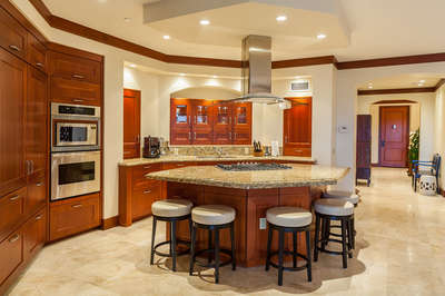 Fully Equipped Gourmet Kitchen with Gas Cooktop