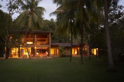 Marchhouse -Ideal Beachfront Villa & Wedding Venue