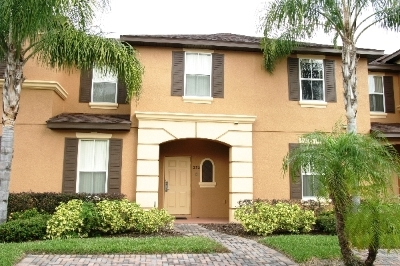 R232LMS----Gorgeous Town House In Gated Community!