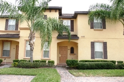R330MIRA----Gorgeous Townhouse In Gated Community!
