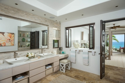 Double sinks will save you and your guests time to get ready, so you can spend more time outdoors un