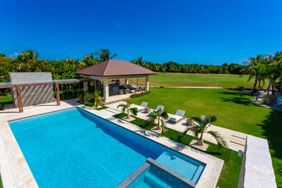 Luxury Villa Photo #11