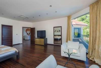 Luxury Villa Photo #32