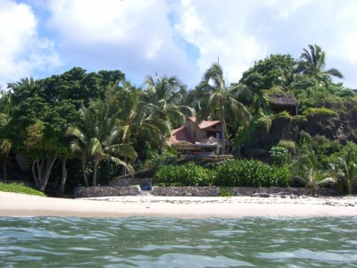 Villa on private surfing beach: prices for 2-10 pp