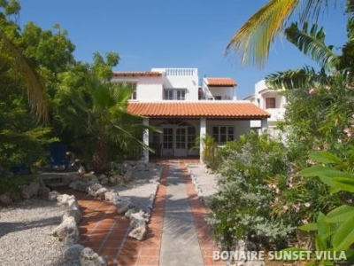 Seafront Villa with Beautiful Tropical Garden