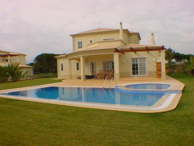 Lovely 4 bedroom Villa at Vila Sol (EAV-107)