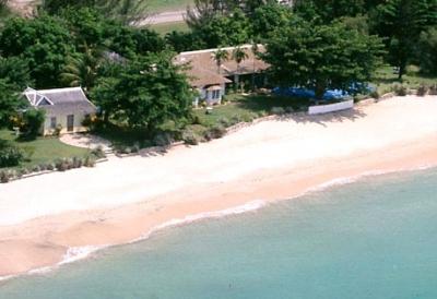 5 BEDROOM BEACHFRONT VILLA IN RUNAWAY BAY