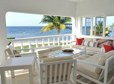 Peaceful 4Bdrm Beachfront Villa w/Pool Runaway Bay