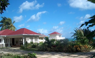 SPACIOUS 4 BED FAMILY BEACHFRONT VILLA - OCHO RIOS
