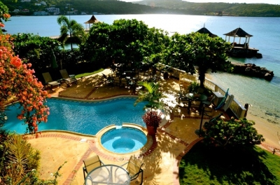 Bright & Spacious 5 Bdrm Beachfront Villa w/ Pool