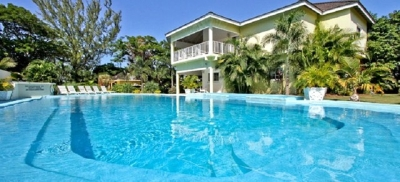 6 BED BEACHFRONT VILLA WITH POOL & GOLDEN SANDS