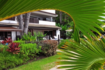 Coral Cove 1 - Modern Beachfront Apartment