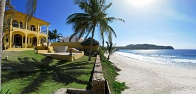 Spacious Villa on Beach - Casa de las Golondrinas