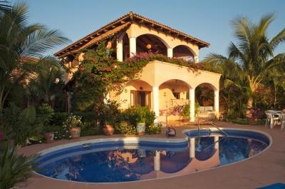 CASA DE LA SIRENA   (Beachfront Luxury for 2 - 20)