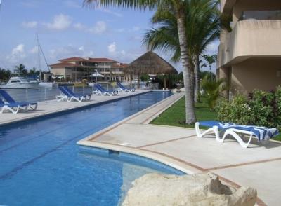 Beautiful Luxurious Waterfront Villa