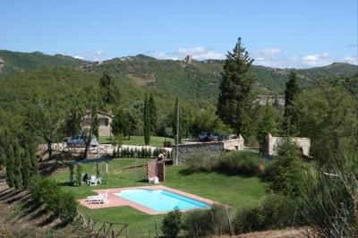 Umbrian Farmhouse with Pool Views of Montone