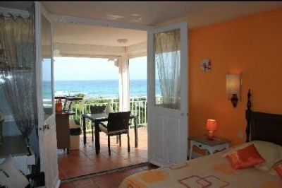 Cozy Studio with Fabulous Views & Private Beach