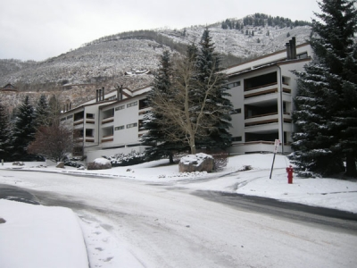 Cozy 2BR Condo with Beautiful Vail Mntn. Views!!