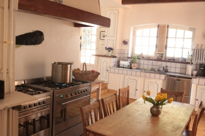 Big Family kitchen with seating for 6