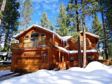 Tahoe 3-BR Lodge with Hot Tub & Billiards: HCH1023