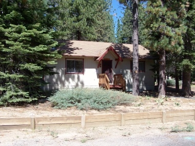 Quaint 2-Bedroom Cabin in South Lake Tahoe