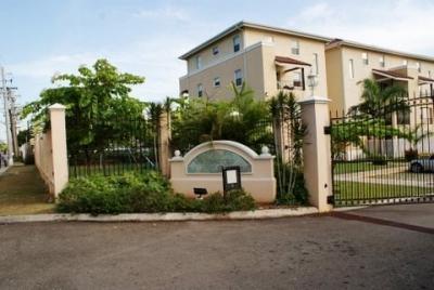 Luxury Family Condo In New Kingston