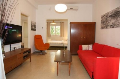 Mendele Mocher Sforim 13 Apt 2: close to beach!