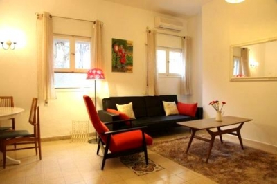 Mendele Mocher Sforim 13 Apt 1: close to beach!