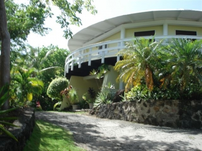 Marigot Round With Sea View And Extensive Garden In
