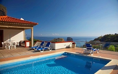 Villa Ricardo - With heated pool and sea views