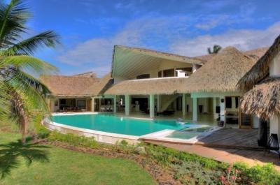 Luxury Villa del Mar- Located On The Beach