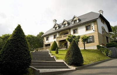 San Sebastian - Elegant palace with private forest