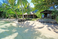 Fare Upu - Polynesian style beachfront property