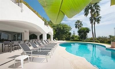 Seven Bedroom Luxury Villa-Sleeps Up To 14 Adults