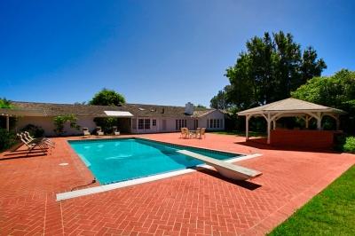 Beautiful la jolla home 9565 in la jolla california for Public swimming pools oakland ca